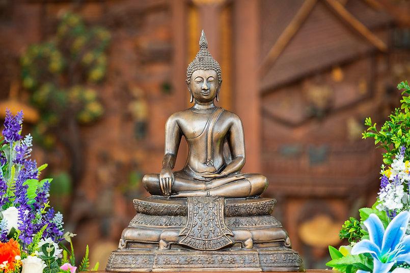 thai-buddha-sitting-and-meditating.jpg