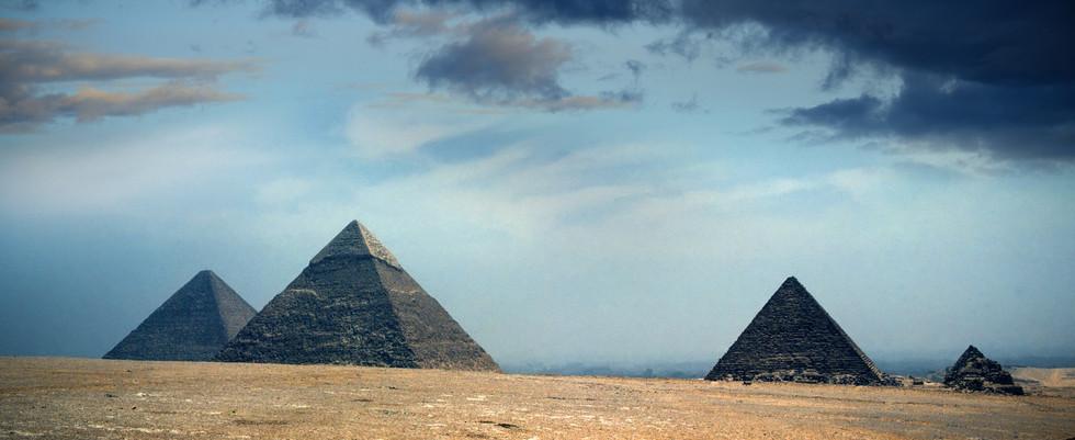 pyramid-3256883_1920.jpg