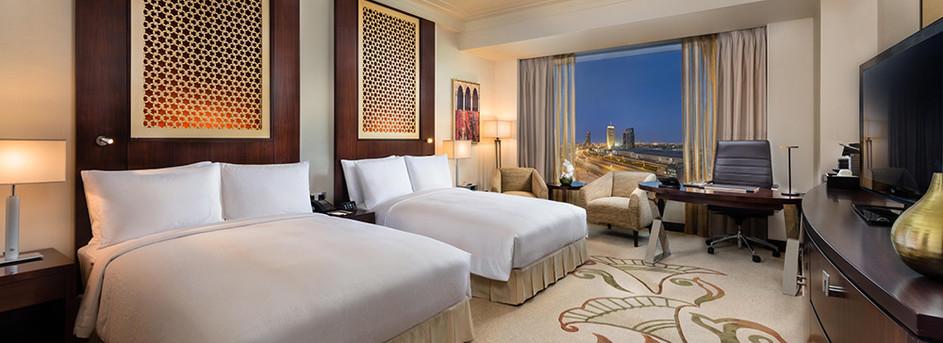 Deluxe-Skyline-View-Room,-Double-Beds-(3).jpg