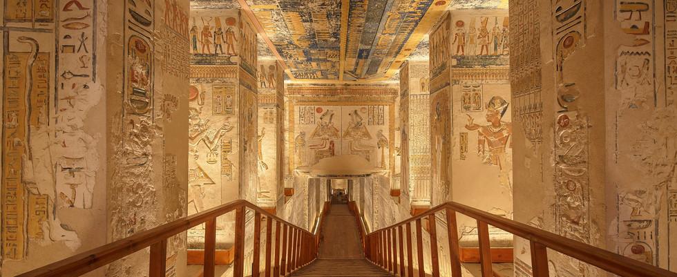 tomb-4300251_1920.jpg
