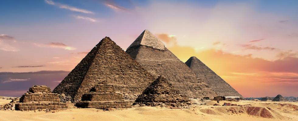 pyramids-2371501.jpg
