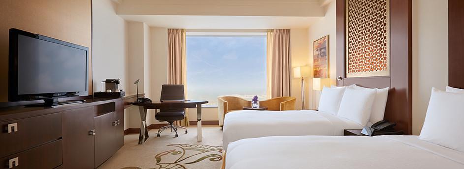 Deluxe-Skyline-View-Room,-Double-Beds-(2).jpg
