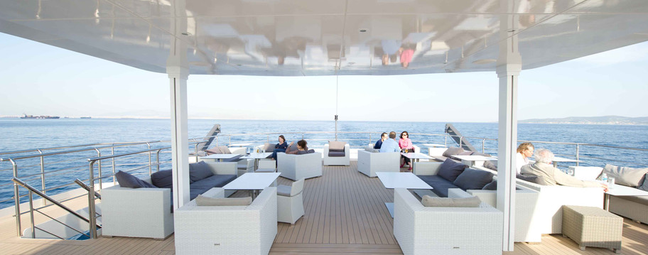 VOYAGER OUTDOOR LOUNGE AREA.jpg