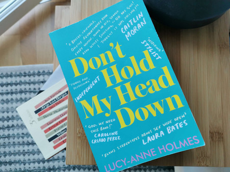 "Crítica ao livro ""Don't hold my head down"" de Lucy-Anne Holmes"