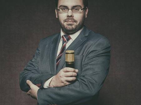 Cláudio, o podcaster político de língua afiada