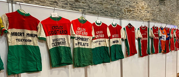 Évolution des différents maillots de l'EVAD