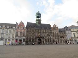 Maison communale et place des Mons