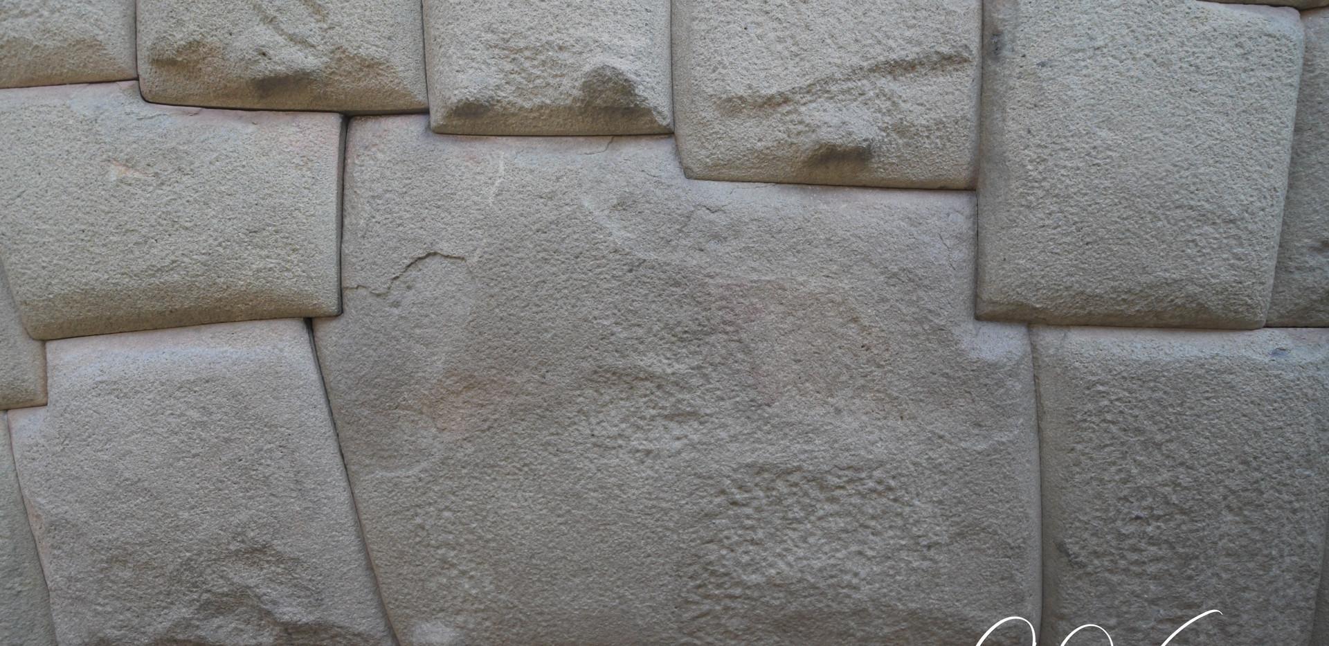 Fameuse pierre à douze angles