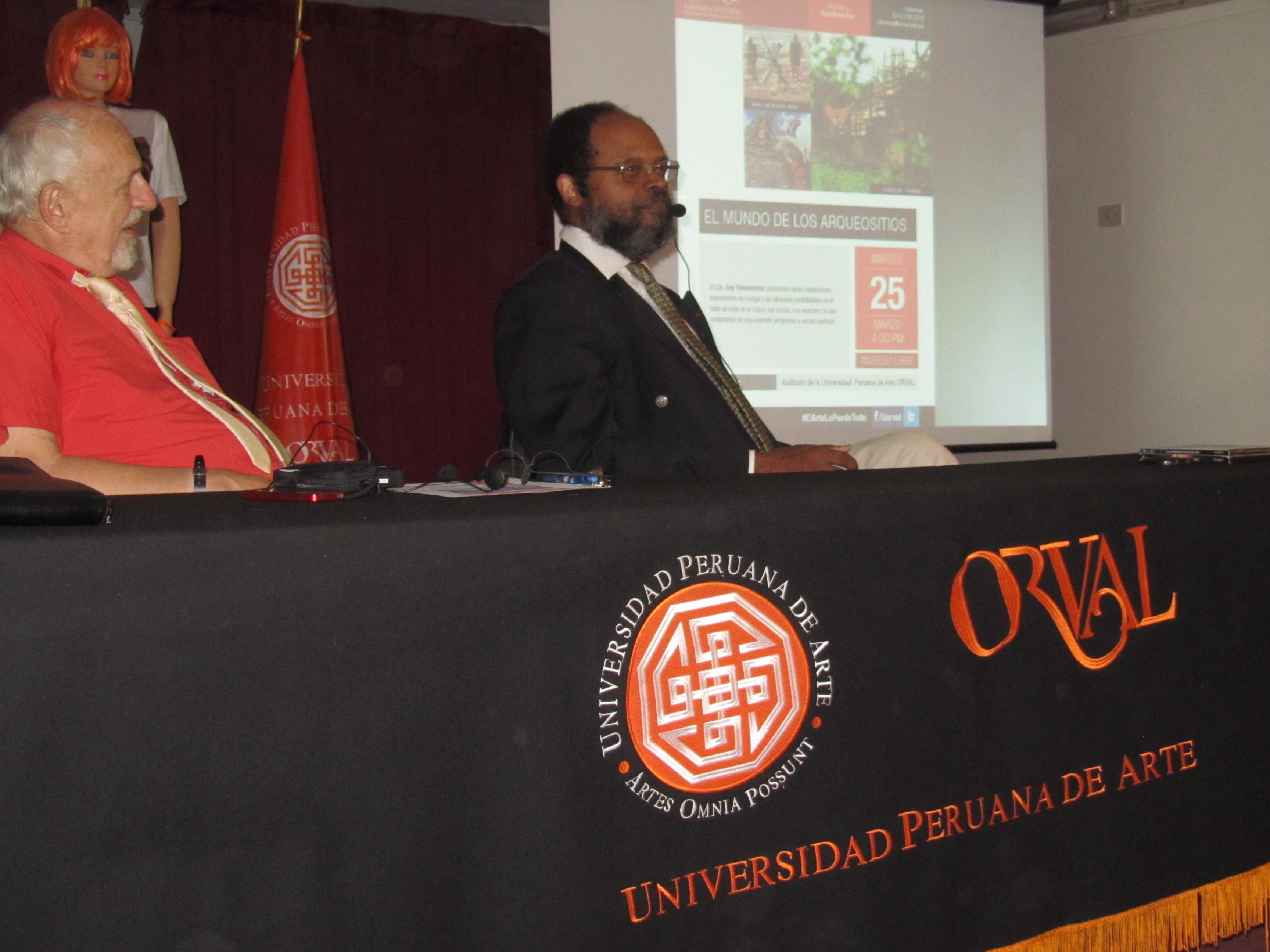 A l'Université ORVAL à Lima