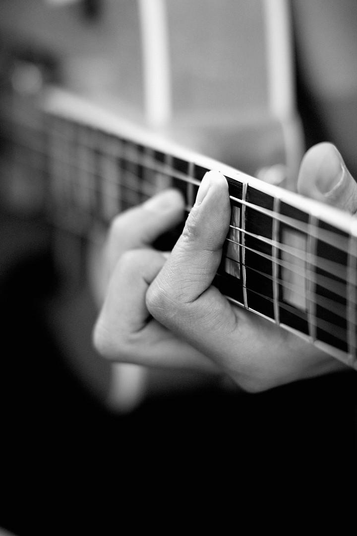 Guitar_hands_small.jpg