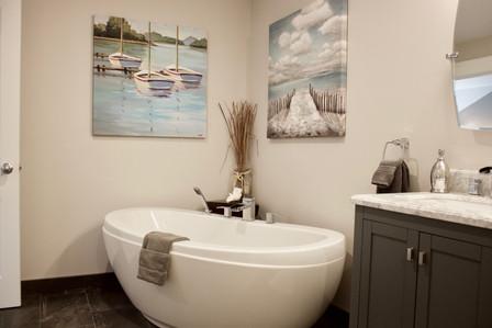 Tattingstone Inn Suite Bathroom