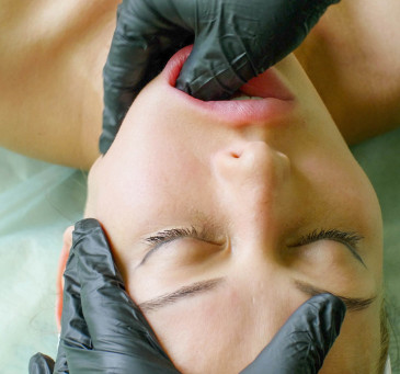 Understanding the Connection of TMJ Symptoms Causing Unpleasant Ear Sensations
