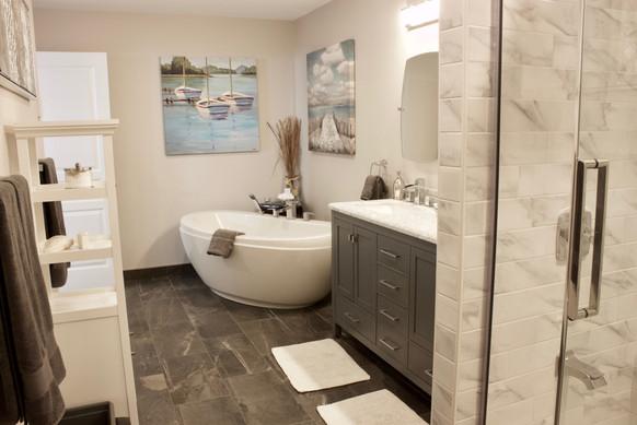 Harwood Suite Bathroom