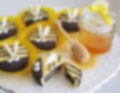 1   גילת - הלוחשת למתוקים    גילת חסין   עוגיות אוראו מעוצבות   קינוחים אישיים   נשיקות   שוקולדים   עוגיות   עוגת זילוף   קצפת לזילוף   מתכון לקצפת   עוגות זילוף ליום הולדת   עוגות זילוף מעוצבות   סדנת זילוף   זילוף