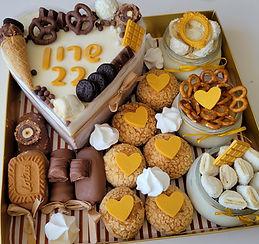 142 | גילת – הלוחשת למתוקים | מארזים מתוקים | עוגת שוקולד | מתכון לקאפקייקס | עוגיות | קאפקייקס שוקולד | מתכון לקאפקייקס שוקולד |  מתכון לעוגת שוקולד | קאפקייקס מתכון | מאפינס שוקולד | קינוח אישי