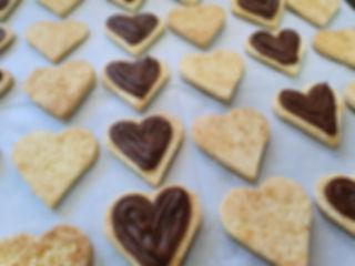 38 | גילת - הלוחשת למתוקים  | גילת חסין | עוגיות מעוצבות | קינוחים אישיים | נשיקות | שוקולדים | עוגיות | עוגת זילוף | קצפת לזילוף | מתכון לקצפת | עוגות זילוף ליום הולדת | עוגות זילוף מעוצבות | סדנת זילוף | זילוף