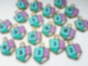 10 | גילת - הלוחשת למתוקים  | גילת חסין | עוגיות מעוצבות | קינוחים אישיים | נשיקות | שוקולדים | עוגיות | עוגת זילוף | קצפת לזילוף | מתכון לקצפת | עוגות זילוף ליום הולדת | עוגות זילוף מעוצבות | סדנת זילוף | זילוף