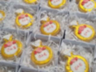 36 | גילת - הלוחשת למתוקים  | גילת חסין | עוגיות מעוצבות | קינוחים אישיים | נשיקות | שוקולדים | עוגיות | עוגת זילוף | קצפת לזילוף | מתכון לקצפת | עוגות זילוף ליום הולדת | עוגות זילוף מעוצבות | סדנת זילוף | זילוף