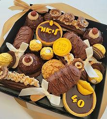 135 | גילת – הלוחשת למתוקים | מארזים מתוקים | עוגת שוקולד | מתכון לקאפקייקס | עוגיות | קאפקייקס שוקולד | מתכון לקאפקייקס שוקולד |  מתכון לעוגת שוקולד | קאפקייקס מתכון | מאפינס שוקולד | קינוח אישי