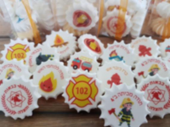 סוכריות ועוגיות 4 | סוכריות ועוגיות מעוצבות | נשיקות מרנג | בר מתוקים |  עוגיות מעוצבות | שוקולד על מקל | נשיקות | עוגיות אוראו מעוצבות | מטבעות שוקולד ממותגות | מתנות לאורחים בחתונה