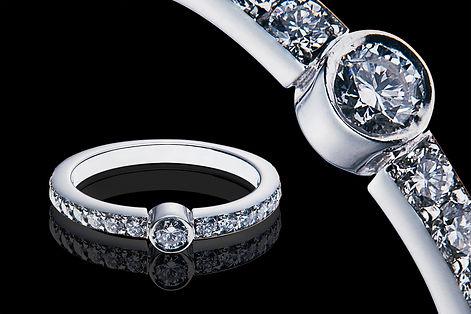 Anél de ouro branco com diamantes