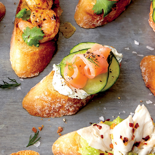 Crostini with salmon and crab