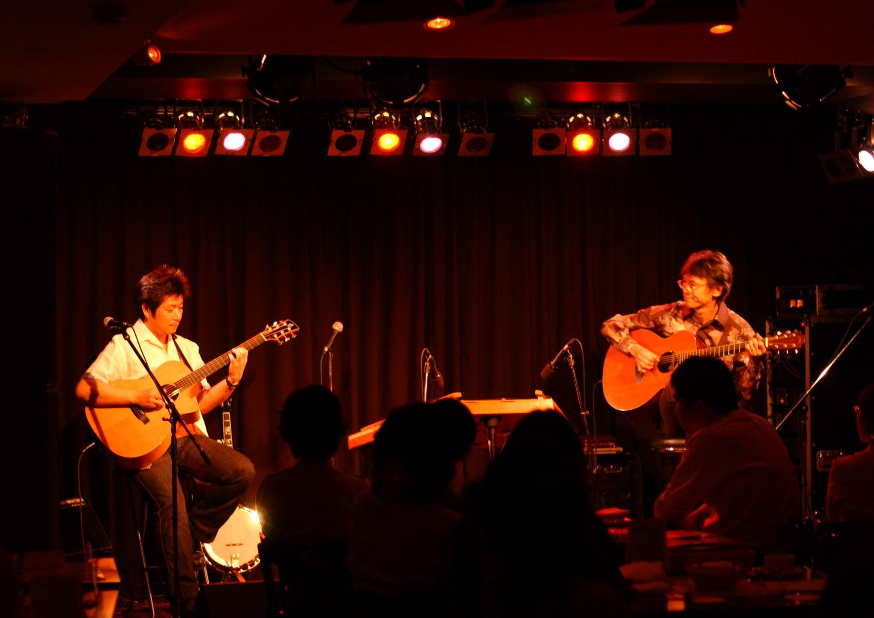 ギターも超絶ウマい! 有田さんとギター・デュオ