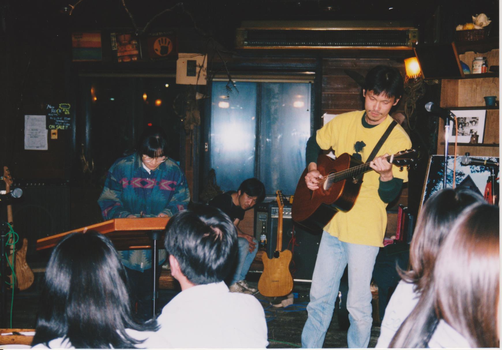 初期の亀工房(笑)清里開拓の象徴的なお店「ROCK」(今は無き旧店舗)でのライブ。