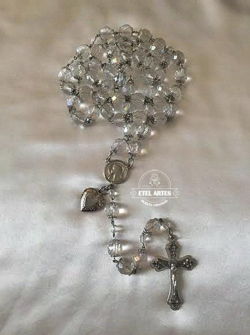 Terço em cristais, cruz prata e relicário