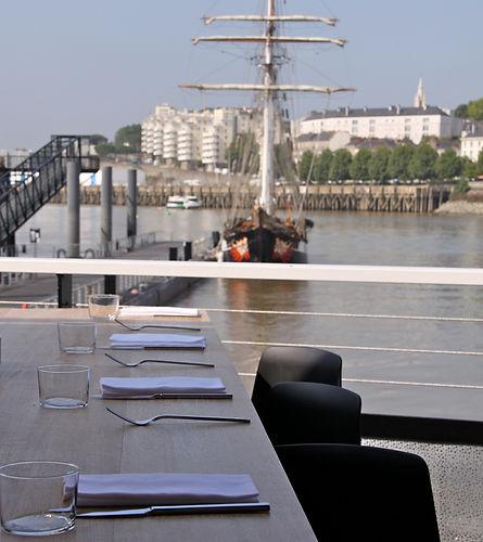 Restaurant avec vue sur la Loire, Restaurant sur l'eau O DECK à Nantes vous accueille en terrasse.