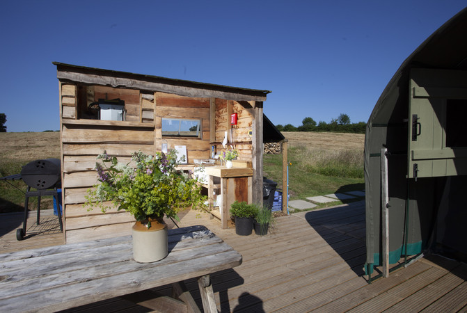 Outdoors Glamping Kitchen