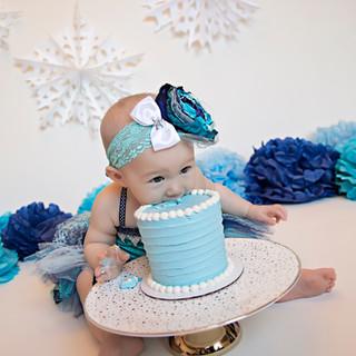 Gwendolyn Cake Smash_0215 copy.jpg