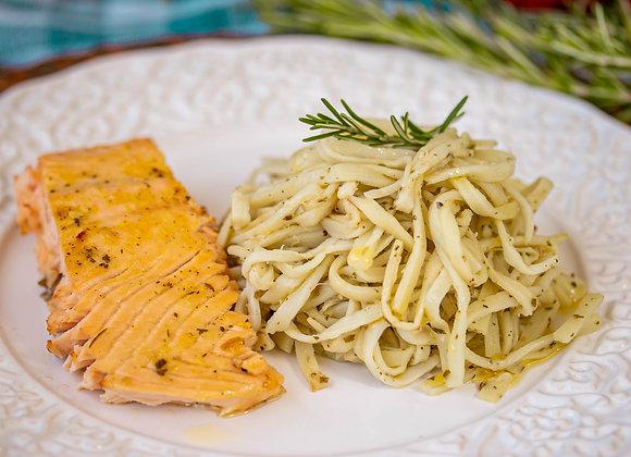 Espaguete de palmito ao molho pesto com salmão