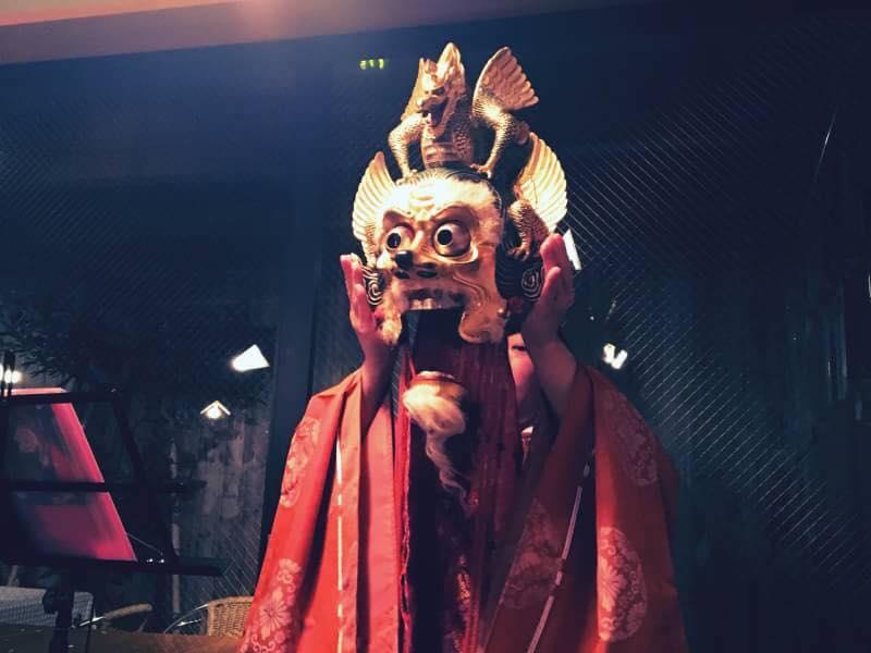聚楽第の舞御覧で上演された陵王の面を紹介