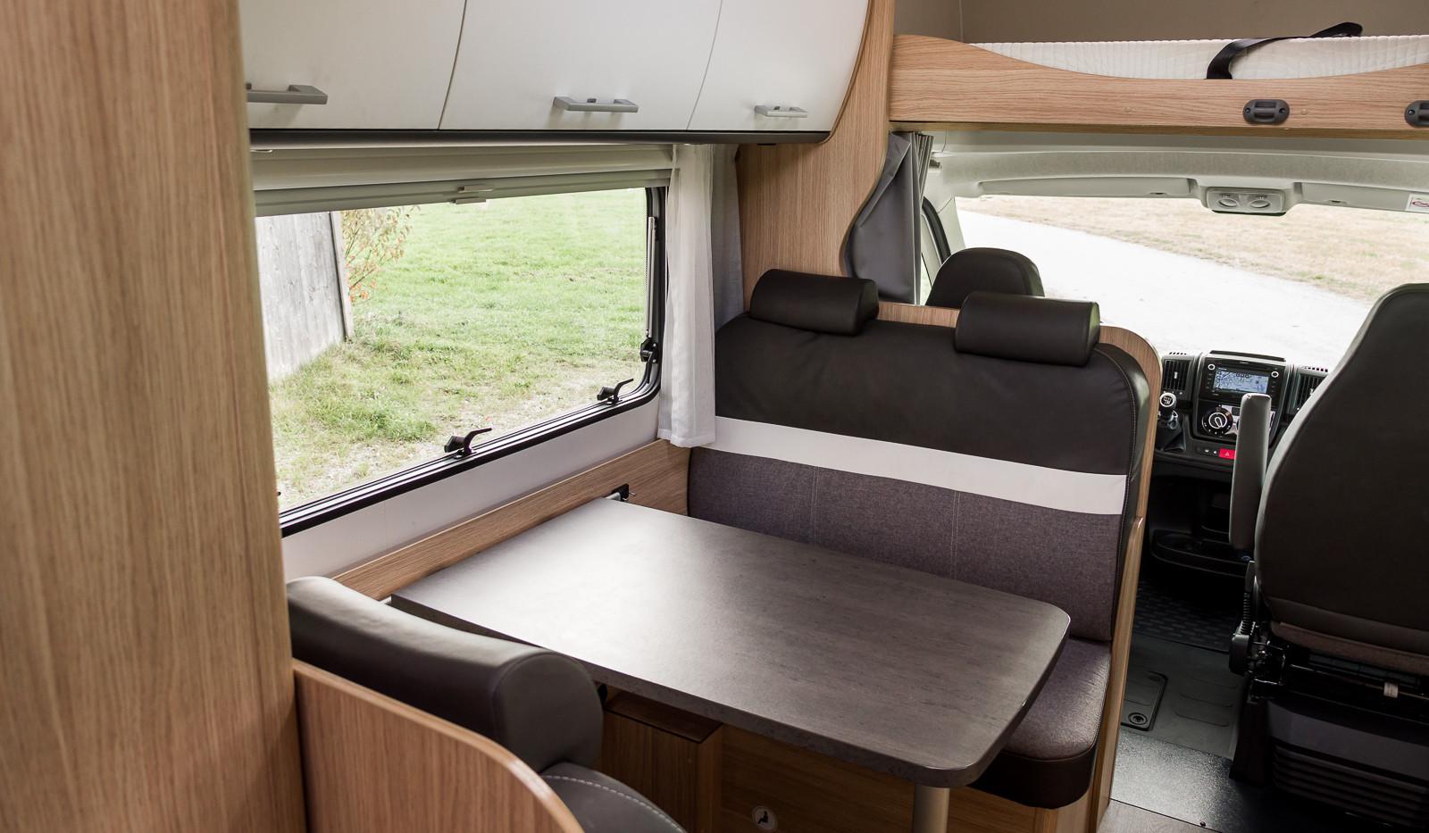 Sunlight A70 Innenansicht Dinette Tisch