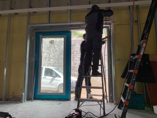 Porte métallique vitrée