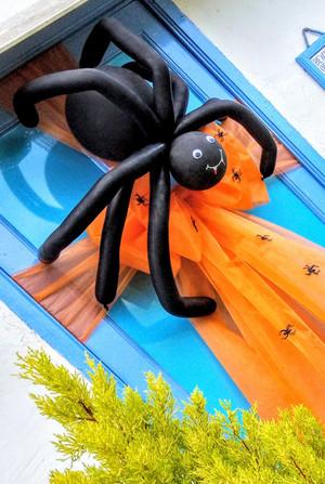 Boris The Spider With Babies Door Bow!