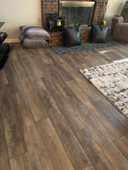 Vinyl plank by Complete Floorcovering