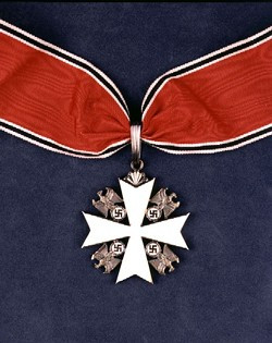 We viewed the medal awarded to Lindbergh by the Reich during our visit to the St. Louis History Museum in January of 2011.