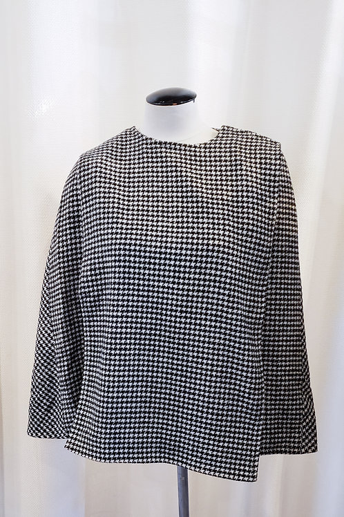 Vintage-Inspired Black and White Houndstooth Cape