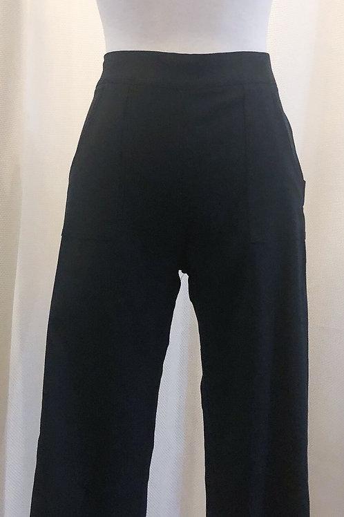 Vintage-Inspired Black Capri Pants