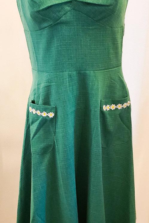 Vintage-Inspired Green Daisy Dress