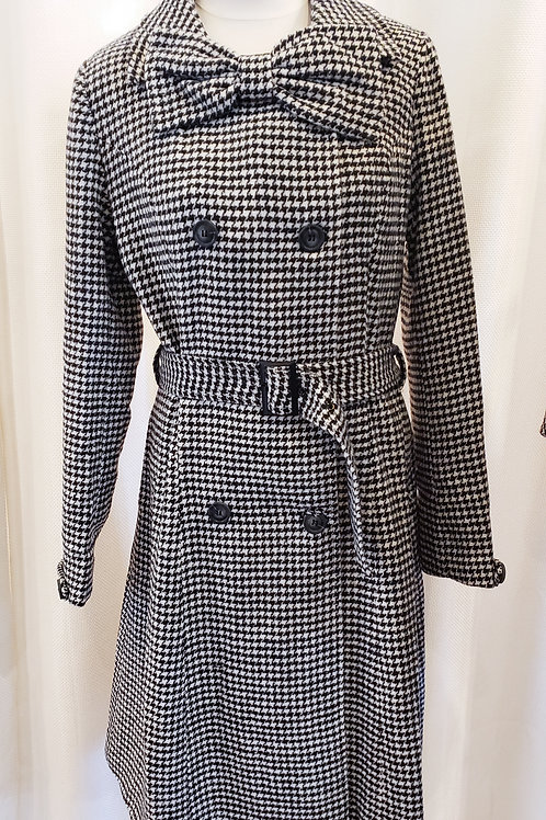 Vintage-Inspired Black and White Houndstooth Coat