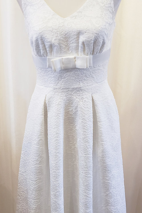 Vintage-Inspired White Lace Dress