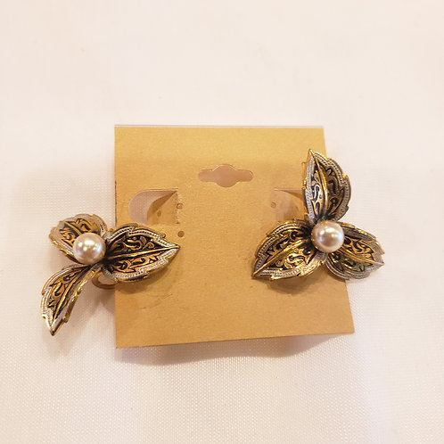 Vintage Gold and Pearl Screw-back Earrings