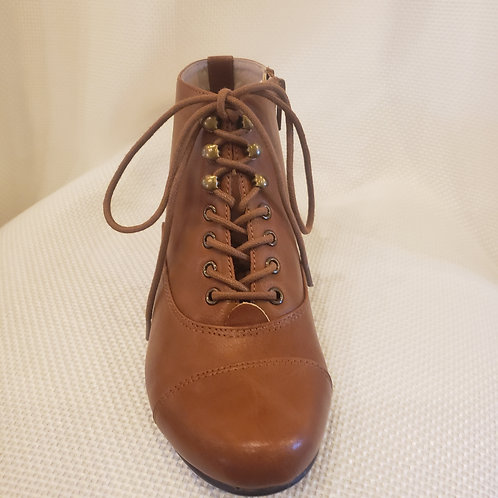 Vintage-Inspired Tan Chelsea Crew Pyramid Booties