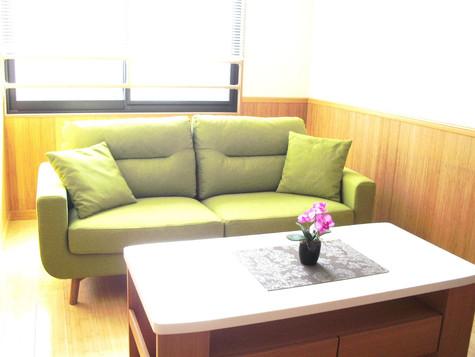 2階ソファーとテーブル