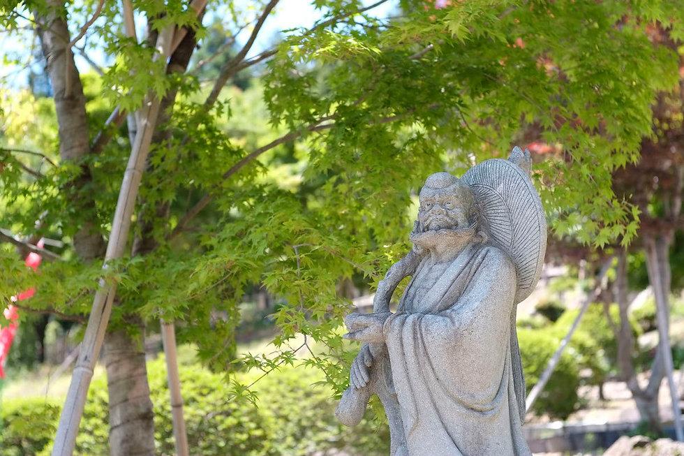 境内の達磨大師石仏