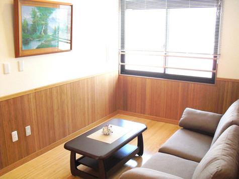 4階ソファーとテーブル