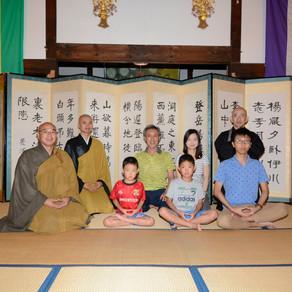 千代田高校バドミントン部の皆さんと中国の北京大学の学生さんが当山に訪れ座禅を体験しました。